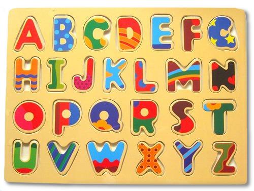 Het blijft wonderlijk, hoe je met slechts 26 letters duizenden en nog eens duizenden woorden kunt maken. En met die woorden weer oneindig veel zinnen.